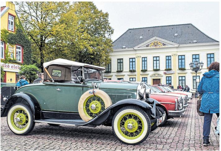Auf dem Rathaus werden ja die Zweiräder zu sehen sein Punkt die vierrädrigen Stücke werden Rücksicht auf den Kirchplatz präsentiert. Bild: Georg Theven